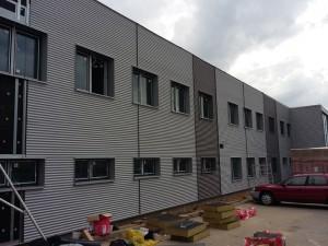 Elewacja budynku w Komornikach