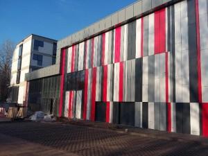 Fasada z kasetonów stalowych we Wrocławiu