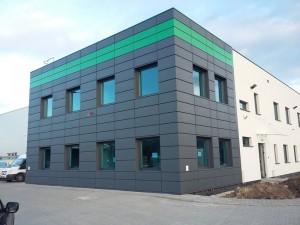 Fasada z kasetonów stalowych w Głogowie